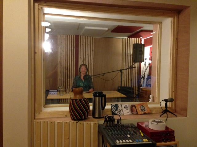 Voice-over vrouwenstem nodig? Elly van der Heide heeft een heldere sopraan waar mensen graag naar luisteren