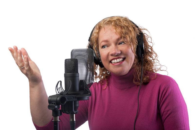 Zoekt u een heldere vrouwenstem als voice-over? Bel sopraan Elly van der Heide